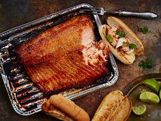 Savustettu nyhtölohi sopii hodareihin, hampurilaisiin ja salaatin joukkoon.
