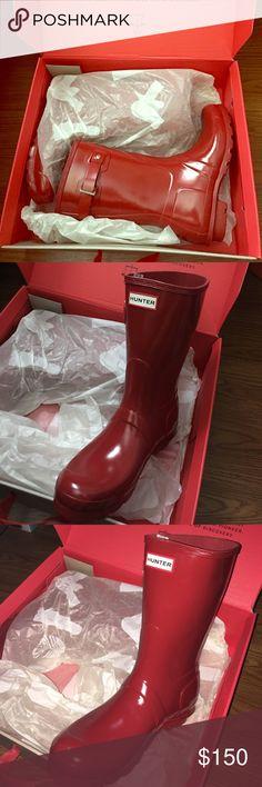 Hunter Short Red Rainboots Brand New in Box! This is a size 8 brand new pair of short red hunter rain boots. They are brand new in the box, never worn. Hunter Boots Shoes Winter & Rain Boots