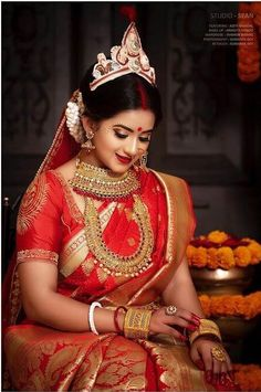 Stunning Bengali Brides That Are The New Trendsetter! Indian Wedding Bride, Bengali Wedding, Bengali Bride, Indian Bridal Photos, Indian Bridal Outfits, Indian Bridal Fashion, Bengali Saree, Bengali Bridal Makeup, Indian Wedding Photography Poses