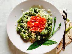 Medvehagymás gnocchi Gnocchi, Bruschetta, Mozzarella, Ethnic Recipes, Food, Meal, Eten, Meals