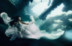 Surreal Underwater Photoshoot Le photographe Benjamin Von Wong, basé à Montréal, a réalisé une séance photo sous l'eau