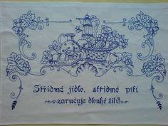 Vyšívaná kuchařka Ručně vyšívané bavlněné bílé plátno, rozměr cca 80x60 cm. Možnost po domluvě zhotovit v jiné barvě vyšívky (případně i plátna s pozdější dobou dodání).