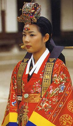 Korean woman wearing an elaborate Hanbok ceremonial with an additional over-robe and headdress   © Wabei Mono