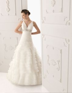 Wedding Dress - Belle the Magazine. The Wedding Blog For The Sophisticated Bride.