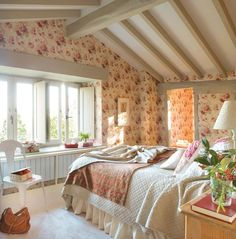 Attic Bedrooms, Shabby Chic Bedrooms, Master Bedrooms, Pink Bedrooms, Upstairs Bedroom, Style At Home, Shabby Chic Zimmer, French Country Bedrooms, English Cottage Bedrooms