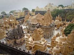 Jain's Main Place of Pilgrimage in Gujarat: Palitana (©Coen Wubbels)