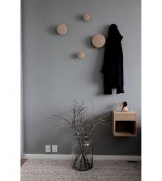8x grijstinten in huis Murs Taupe, Vestibule, Hallway Designs, Decore Sua Casa, House Entrance, Home Upgrades, Entry Hall, Home Staging, Home Bedroom