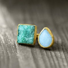 One of a kind gemstone druzy necklaces and rings by German jewelry label koshikira kk Jewelry Accessories, Fashion Accessories, Shops, Tote Purse, Druzy Ring, Gemstone Jewelry, Jewlery, Pendants, Pendant Necklace