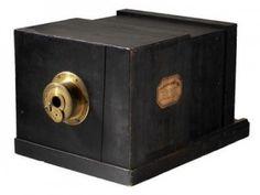 Criação do daguerriótipo em 1837 por Daguerre.