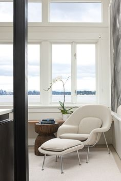 chic in an executive office! White Saarinen Womb Chair and Ottoman, Iconic Furniture Design. Seattle Interior Design, Decor, Furniture Design, Modern Bedroom, Iconic Furniture Design, Furniture, Saarinen Womb Chair, Interior Design, Home Decor