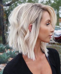 27 Cute Lob Haircut Ideas - Best Lob Haircuts - - Check out these incredible lobs for hair that's perfect when it's short to medium length. Line Bob Haircut, Lob Haircut, Lob Hairstyle, Bob Haircuts For Women, Thin Hair Haircuts, Long Bob Hairstyles, 1940s Hairstyles, Wedding Hairstyles, Short Haircuts