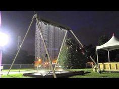 Une balançoire fontaine ou comment traverser un mur d'eau sans se mouiller - YouTube