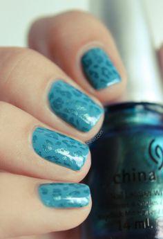 subtle leopard print nail art