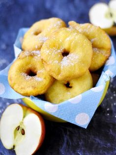 Very easy apple donuts , Very easy apple donuts: Very easy apple donut recipe - Marmiton. Apple Donut Recipe, Apple Recipes, Sweet Recipes, Beignets, Churros, Desserts With Biscuits, Spring Desserts, Mini Cheesecakes, No Cook Meals