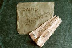 Original Edwardian gloves. Kid leather, Paris 1900 - unused - edwardian gloves - leather gloves - evening gloves - suede - la belle epoque - de HankiesHandkisses en Etsy