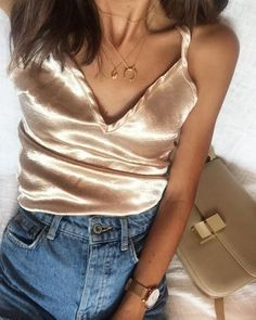 Silk top for a nice pair of jeans with a beige shoulder. //Pinned on @benitathediva, DIY Fashion LifeSTYLE Blog