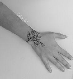 Mini Tattoos On wrist; beautiful tattoos 30 Mini Tattoos On Wrist Meaningful Wrist Tattoos Simple Wrist Tattoos, Meaningful Wrist Tattoos, Flower Wrist Tattoos, Tattoo Floral, Wrist Tattoos For Women, Mini Tattoos, New Tattoos, Body Art Tattoos, Tatoos