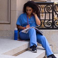 The Convenience of Online Nursing Schools – Nursing Degree Info Nursing Goals, Nursing Degree, Nursing Career, Travel Nursing, Nurse Aesthetic, Beautiful Nurse, Online Nursing Schools, Lpn Schools, Nursing School Prerequisites