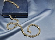 I couldn´t decide what to wear - so I took all my pearls with me...  Best regards, OdeLa