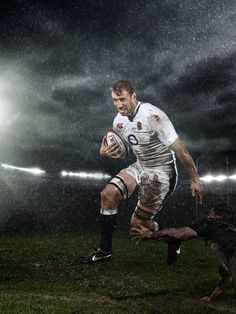 Tips And Tricks For Playing Better Football. The tips below will make your footy skills improve. Footy requires dedication and practice. Rugby League, Rugby Players, Rugby Images, Chris Robshaw, Six Nations Rugby, Lucozade, Tom Hardy Hot, Australian Football, Rugby Men