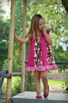 Sewing Patterns for Girls Dresses and Skirts: Pillowcase Dress Sewing Pattern (3 Months to 8 Years)