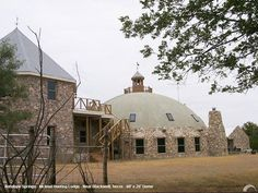 Hunting Lodge; nice example of an aesthetically pleasing dome house