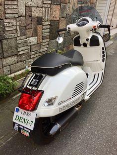 Moped Motorcycle, Vespa Bike, Vespa Lambretta, Vespa Scooters, Vespa 300, New Vespa, Vespa Retro, Vintage Vespa, Vespa Super