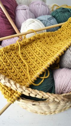 Laatst las ik een artikel in the New York Times over breien en haken, fijn artikel over de voordelen van handwerken. Zo stond er in... Knitting Stiches, Free Knitting, Crochet Stitches, Knitting Patterns, New York Times, Bunny Crochet, Crochet Wool, Diy Accessoires, Knitting
