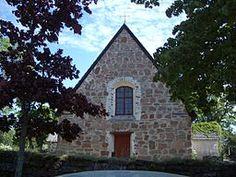 Geta kyrka ligger i Västergeta på Åland och är tillägnad Sankt Göran. Kapellkyrkan tillhör Finström-Geta församling.[Geta blev 1906 egen församling för att 1985 åter förenas med Finström. - Från historiska källor vet man att år 1463 beviljades Geta kapell avlat tillsammans med Finströms kyrka och 1487 fick getakapellanen en donation. - Geta kyrka är en enskeppig salkyrka byggd i röd granit.[3] Delar av långhuset har daterats till tiden efter 1450. Kyrkan har byggts om på olika sätt ett…