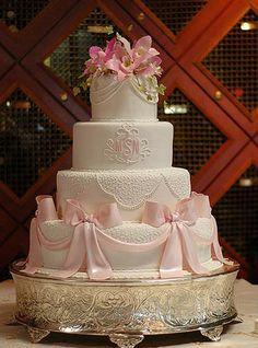 PInk bows, Weddingcake11; Cake by: Make Me A Cake