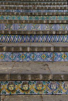 Tile Steps, Stair Steps, Mosaic Stairs, Mosaic Tiles, Catania, Ceramic Design, Ceramic Art, Italian Tiles, Stair Decor