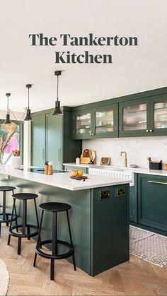Open Plan Kitchen Living Room, Kitchen Room Design, Modern Kitchen Design, Kitchen Interior, Kitchen Ideas, Kitchen Inspiration, English Cottage Kitchens, Tudor Kitchen, Dark Kitchen Cabinets