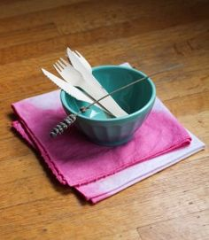 Awesome dip-dyed napkins!