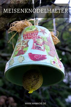 DIY bird feeder station - Homemade titball dumpling holder or bird feeder for food. Presents For Boyfriend, Presents For Kids, Christmas Presents, Christmas Ornaments, Diy Presents, Bird Feeding Station, Homemade Dumplings, Ornament Drawing, Diy Bird Feeder