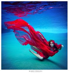 underwater fashion photoshoot by Mario Peraza