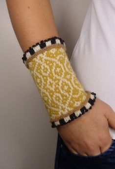 Items similar to mustard yellow - pandora on etsy NOBLE AND DEMANDING: Autumnal yellow and cheerful patterns bring a big piece of joie de vivre to our autumnal day. Knitting Kits, Knitting Projects, Hand Knitting, Knitting Patterns, Knit Mittens, Knitted Gloves, Wrist Warmers, Hand Warmers, Mustard Yellow