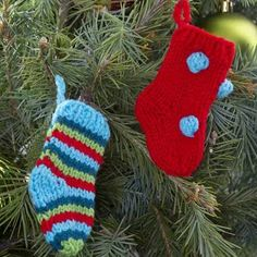 Little Knit Stocking - A Needle Pulling Thread Designers