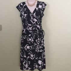 Evan Picone Dress Black and white floral Evan-Picone Dress. Has faux wrap and gathered side with tie, very forgiving in the tummy area. Super comfortable and perfect condition. Evan Picone Dresses
