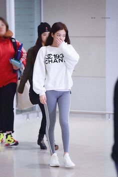 Journey clothing which get at least some trendy and standard are a challenge to discover. Kpop Outfits, Korean Outfits, Casual Outfits, Cute Outfits, Korean Airport Fashion, Korean Fashion, Blackpink Fashion, Fashion Outfits, Womens Fashion