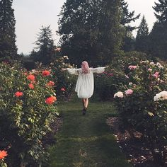 FP Me user Charlyrose tiptoeing through the garden. Photo by @thegreatglobspy