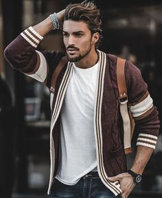 Mariano di Vaio rocks a NoHow burgundy cardigan