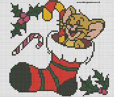 SCHEMA JERRY CALZA BEFANA Cross Stitching, Cross Stitch Embroidery, Cross Stitch Patterns, Beaded Christmas Ornaments, Christmas Cross, Natal Baby, Perler Bead Emoji, Tom Und Jerry, Hama Disney