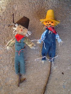 small world land: Miniature fall scarecrows