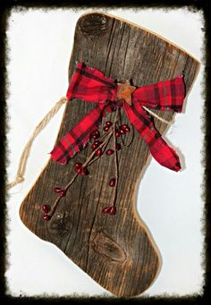 Primitive Barnwood Large Santa Boot. DIY with old wood and a jigsaw.
