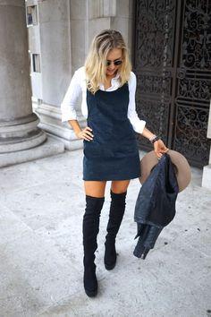 Look com bota over the knee, sobreposição de vestido com camisa branca, chapéu e jaqueta de couro para inspirar a segunda-feira