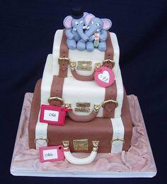 bolo em formas de malas...