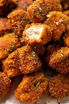 Prepare to be blown away by these Crispy and Crunchy Vegan Chicken Nuggets, that are my vegan version to popcorn chicken! Prepare to be blown away! Vegan Chicken Nuggets, Tofu Chicken, Sin Gluten, Vegan Gluten Free, Vegan Egg, Whole Food Recipes, Cooking Recipes, Simple Recipes, Chickpea Coconut Curry