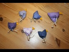 Easter chickens lined up. Tutorial in German, how to sew these, but self-explanatory. But would make at least bigger and not string together. Sewing Hacks, Sewing Crafts, Sewing Projects, Diy Crafts, Textiles, Eyeliner For Beginners, Diy Ostern, Free To Use Images, Fabric Remnants