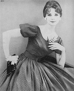 vintage -- Charm Magazine When women were trained to be ladies. Rockabilly Style, Fifties Fashion, Retro Fashion, Classic Fashion, Office Fashion, Womens Fashion, Dior, Vintage Dresses, Vintage Outfits