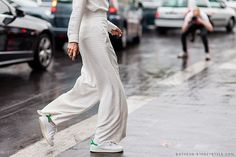 0790_Athens-Streetstyle_Woman-Chloe-Pants-Stan-Smith_Paris-Fashion-Week-Spring-Summer-2015_Street-Style.jpg (940×627)